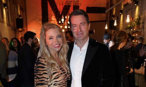 POSERER: Trude Mostue og Cato Sælid. Foto: TV 2