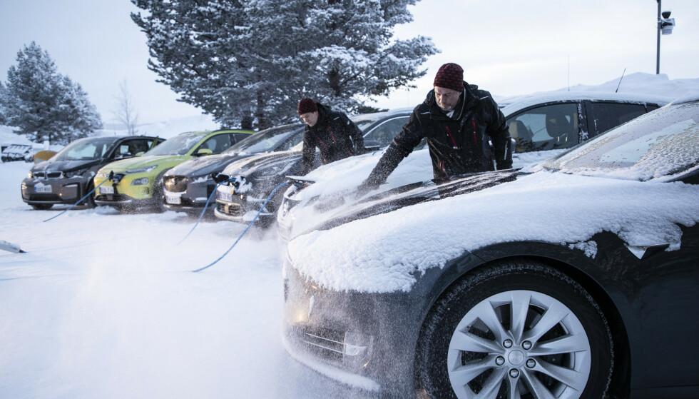 TØFF VINTERTEST: Vi tok seks elektriske biler med på en tøff vintertest for å finne ut hva de egentlig duger til når vinteren fester sitt kalde grep. De seks elbilene har vært igjennom tøffe tester av rekkevidde, varme i kupéen, lys, bremser, kjøreegenskaper og framkommelighet. Bilene i testen er forskjellige på mange måter, ikke minst på batteristørrelse, rekkevidde, pris og leveringstid. Foto: Markus Pentikainen