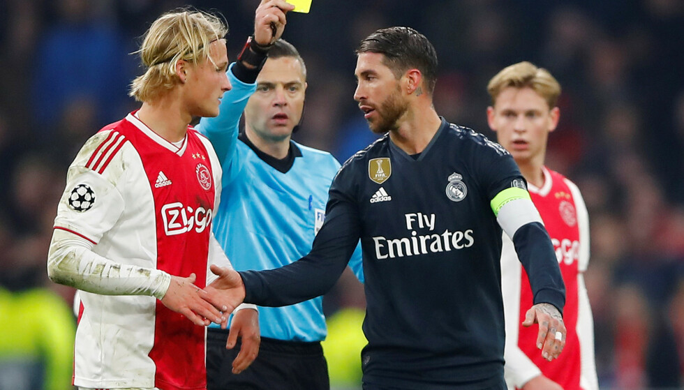 DET FAMØSE KORTET: Sergio Ramos innrømmet å ha pådratt seg gult kort med vilje i Amsterdam. Dermed sto han over returoppgjøret - hvor Real Madrid fikk juling.