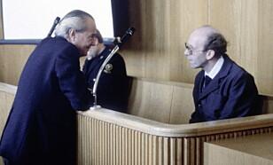 RETTSSAKEN: Sykehjemsbestyrer Arnfinn Nesset (46 år i 1982) ble tiltalt for overlagt drap på 25 pasienter ved Orkdal sjuke- og aldersheim - her med forsvarer Alf Nordhus. Han ble dømt for 22 drap året etter. Foto: NTB Scanpix