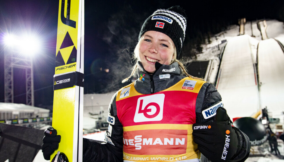 SUVEREN: Maren Lundby hoppet seg opp fra 4.-plass til seier på Lillehammer. Foto: Geir Olsen / NTB scanpix