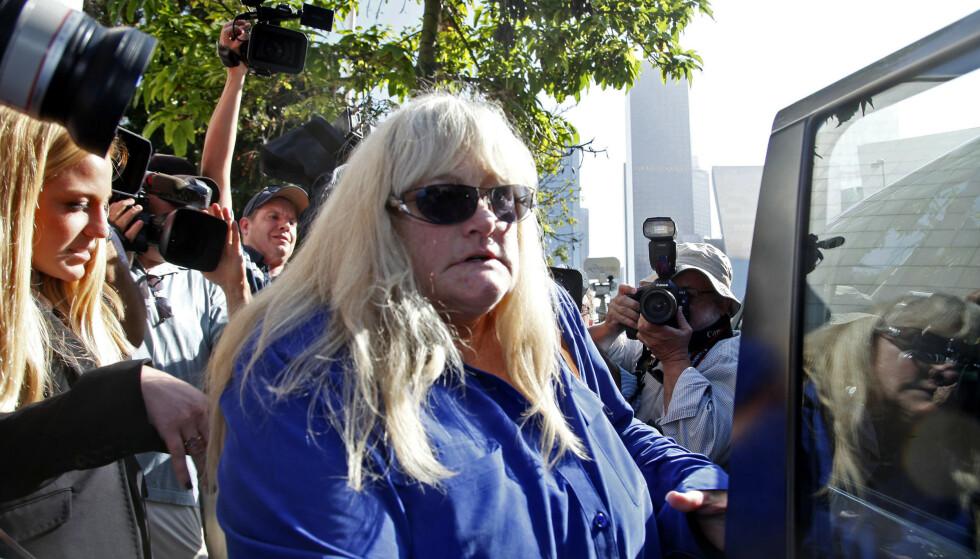 GA BORT OMSORGSRETTEN. Debbie Rowe ga Michael Jackson full omsorgsrett for barna da de to inngikk skilsmisse i 1999. Foto: AP/ NTB Scanpix