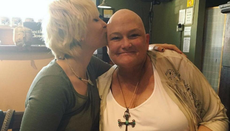 STØTTER MORA : Paris Jackson gledet seg over at hennes mor Debbie Rowe var ferdig med cellegiftbehandlingen. Foto: Instagram