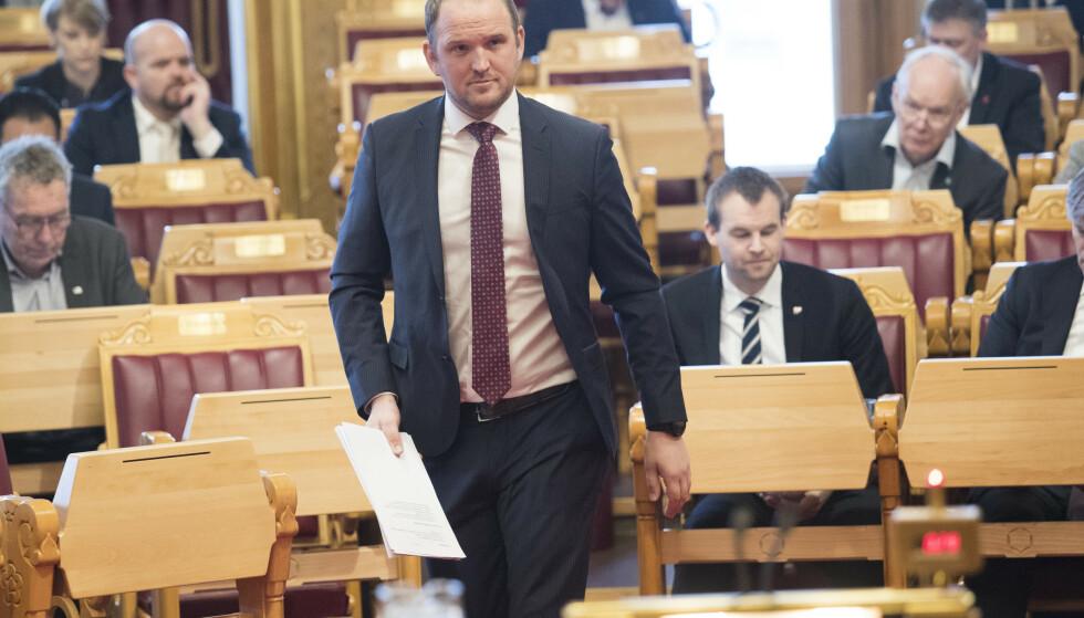 LAR NSB BLI VY: Samferdselsminister og generalforsamling i NSB Jon Georg Dale (FrP) vil ikke stanse den planlagte navneendringen til Vy. Foto: Terje Bendiksby / NTB scanpix