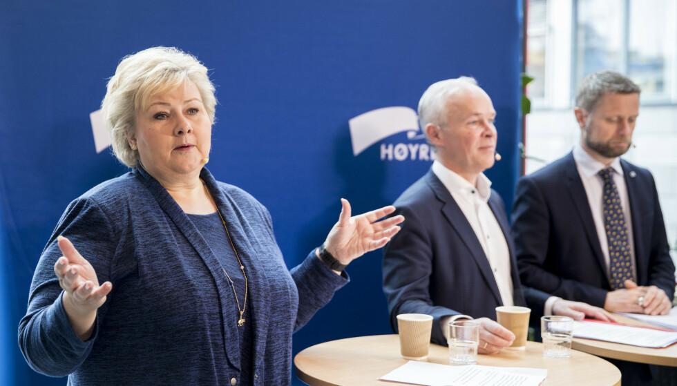KREVENDE: Gode økonomiske tider gjør at pengebruken må begrenses. Statsminister og Høyre-leder Erna Solberg gjør det klart at NATO-målet om 2 prosent av BNP til forsvar innen 2024 blir vanskelig å nå. Her møter Høyre-ledelsen pressen foran partiets landsmøte til helga. Til høyre for Solberg nestlederne Bent Høie ( til høyre) og Jan Tore Sanner. Sanner har ledet arbeidet med nytt prinsipprogram. Foto: Vidar Ruud / NTB scanpix