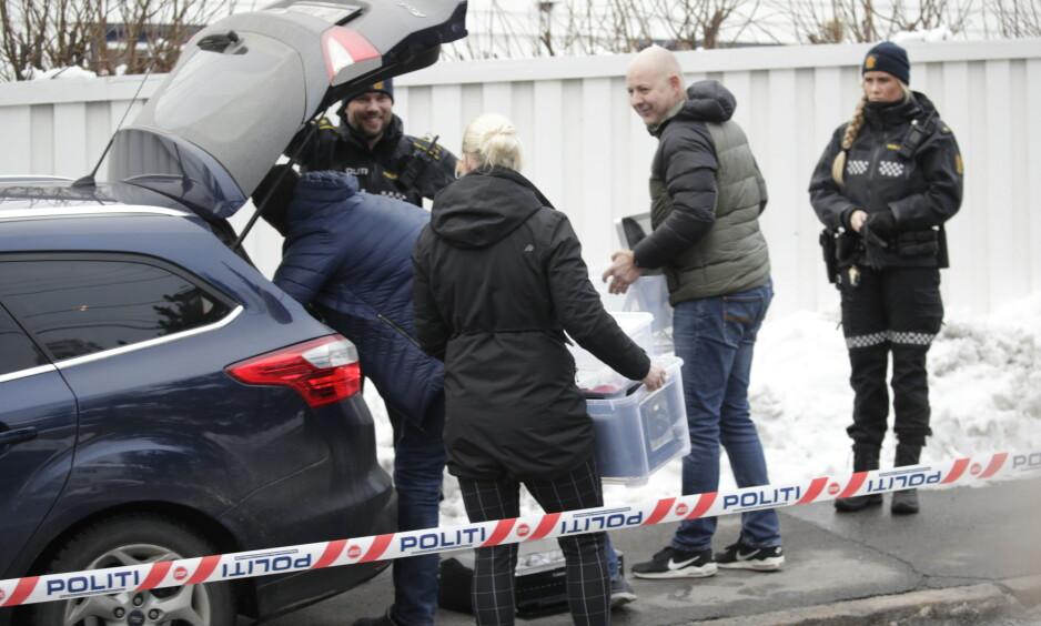 BESLAG: Politiet tok i går ettermiddag beslag i flere gjenstander fra Tor Mikkel Wara og Laila Anita Bertheussens hjem. Foto: Bjørn Langsem