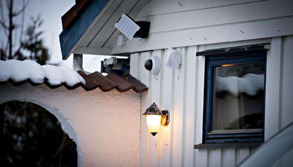 OVERVÅKET: Det er flere overvåkningskameraer ved Waras bolig på Ullern i Oslo. PST skal også ha hatt hemmelige kameraer på stedet. Foto: Bjørn Langsem / Dagbladet