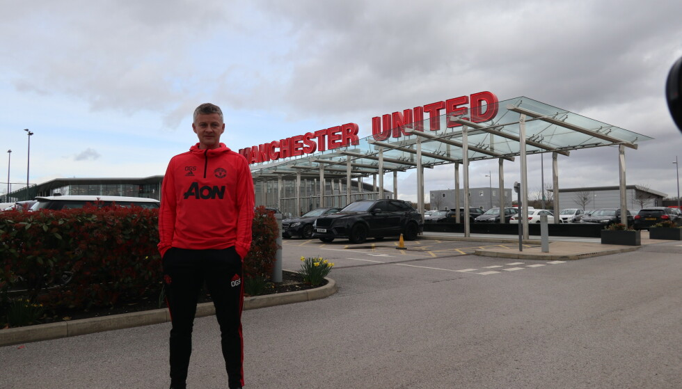 MANAGER: Ole Gunnar Solskjær utenfor Manchester Uniteds treningsanlegg. Foto: Kristoffer Løkås / Dagbladet