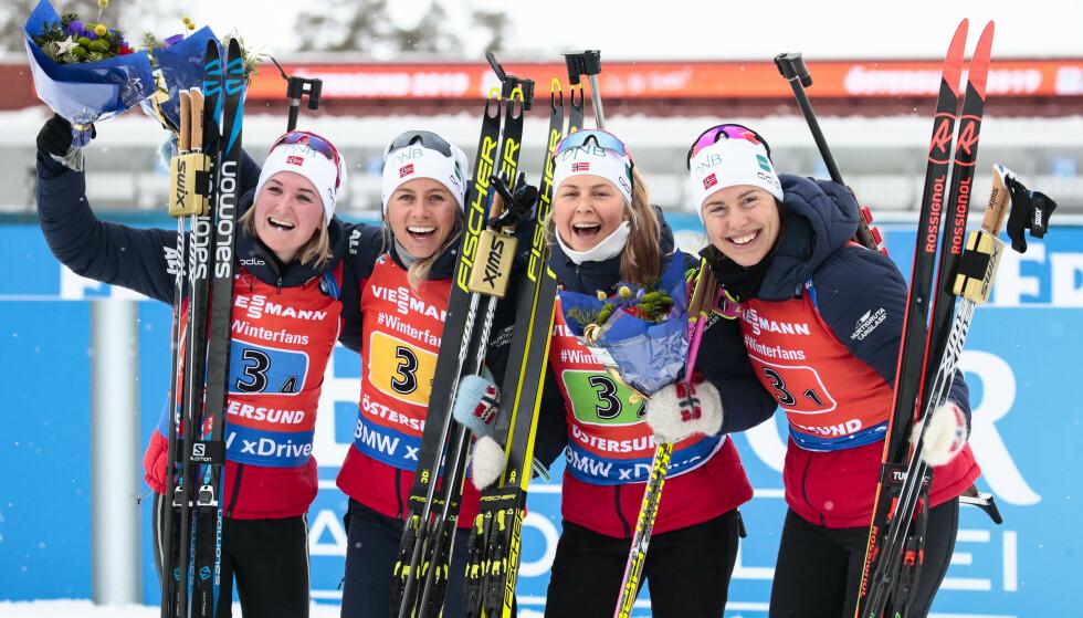 GULL-GJENG: Synnøve Solemdal , Tiril Kampenhaug Echoff, Ingrid Landmark Tandrevold og Marte Olsbu Røiseland går for Norge. Foto: Lise Åserud / NTB scanpix