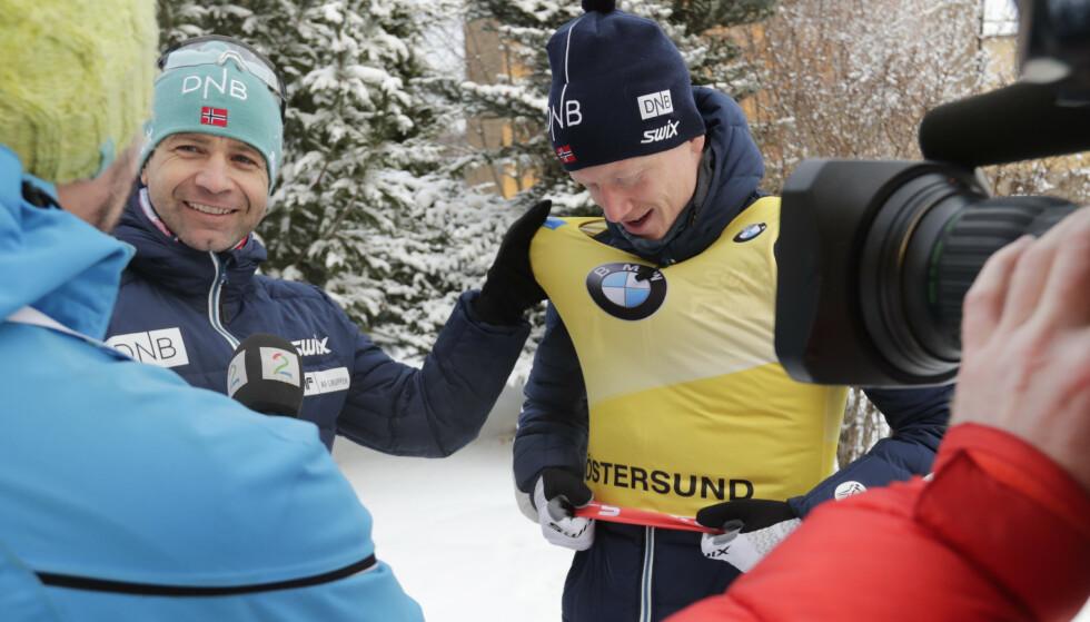 FIRE GULL: Johannes Thingnes Bø (t.h.) tok fire gull i VM i Östersund. Det har Ole Einar Bjørndalen (t.v.) og Emil Hegle Svendsen klart før ham. Foto: Lise Åserud / NTB scanpix