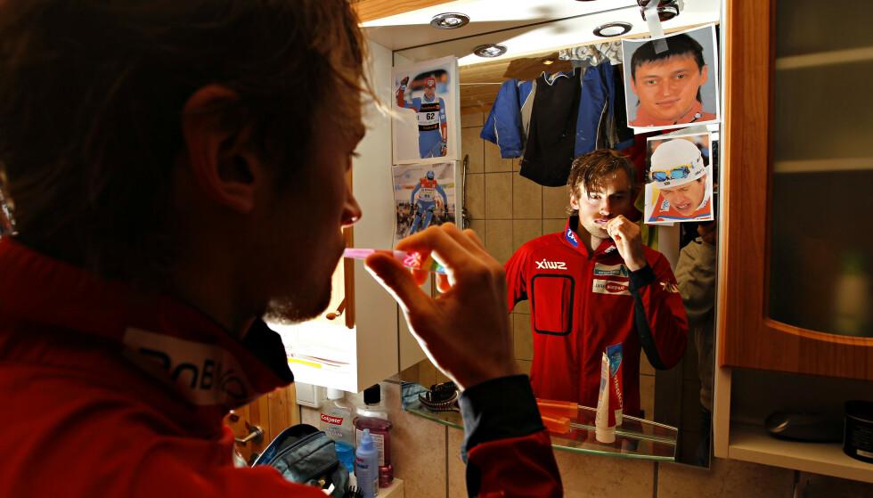 PÅ VEGGEN: Maksim Vylegzjanin var én av fire langrennsløper som fikk plass på Petter Northugs speil. Det overrasker russeren. Foto:  Arnt E. Folvik  / Dagbladet