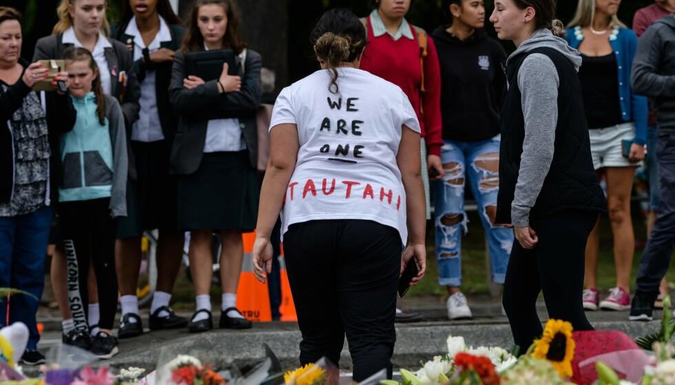 SAMHOLD: Selv om terrorangrepet i New Zealand er langt unna oss, så var det inspirert av manifestet til Anders Behring Breivik, en nordmann, skriver innsenderen. Her fra en markering i Christchurch i går. Foto: Anthony Wallace / AFP / NTB Scanpix