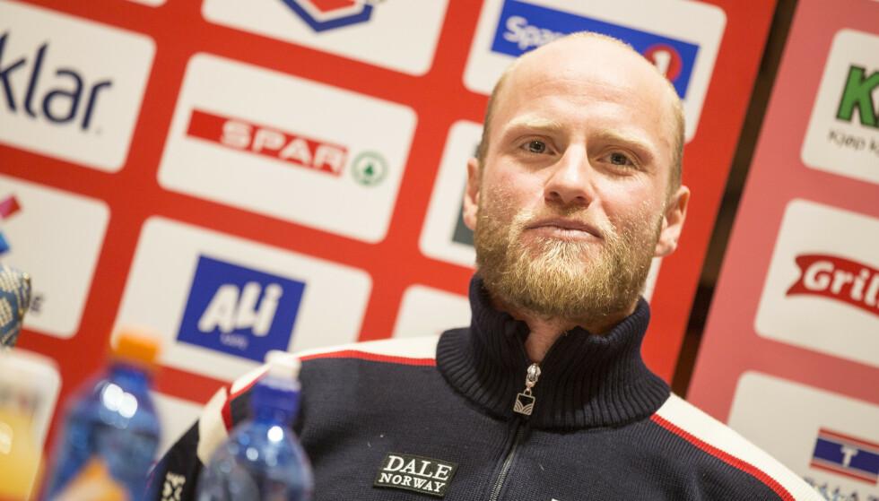 STÅR OVER: Martin Johnsrud Sundby, her avbildet under en pressekonferanse i Seefeld. Foto: NTB Scanpix.