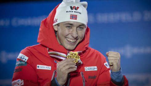 GULL-RIIBER: Jarl Magnus Riiber vant VM-gull både individuelt og med det norske laget i Seefeld. Foto: Bjørn Langsem / Dagbladet