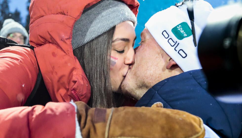 GULL-KYSS: Johannes Thingnes Bø og kona Hedda Dæhli Bø i VM. Foto: Lise Åserud / NTB scanpix