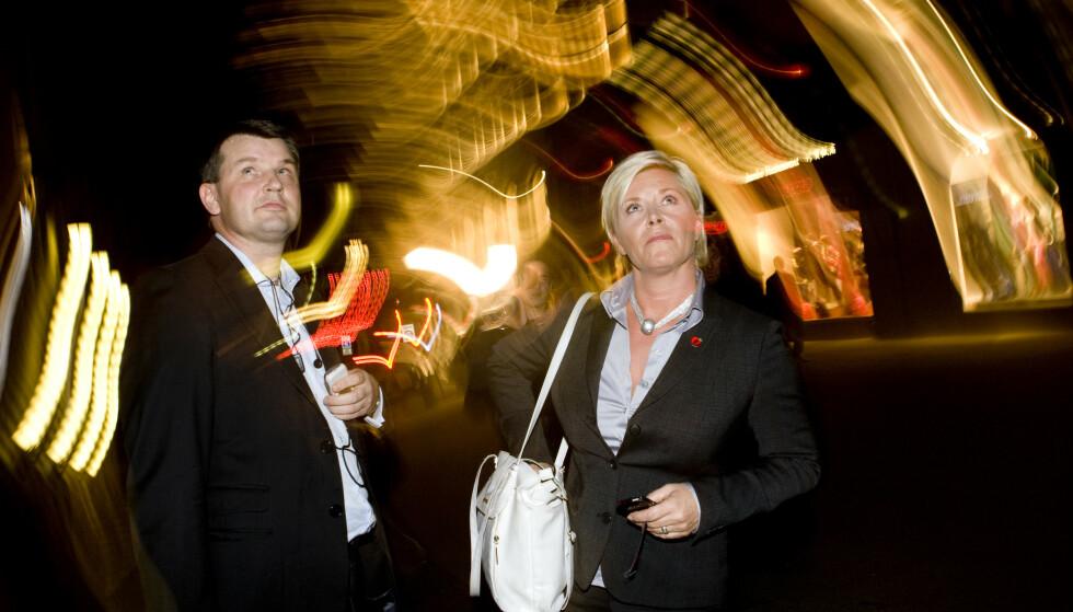 TETT FORHOLD: Frp-leder Siv Jensen og justisminister Tor Mikkel Wara har lenge hatt et nært og fortrolig samarbeid. Her etter en partilederutspørring på TV 2 under valgkampen i 2009. Foto: Heiko Junge / Scanpix