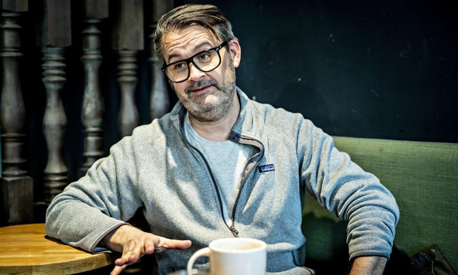 TRUET MANNDOM: «Trygdekontoret»-programleder Thomas Seltzer tror mange menn forbinder terapi med sutring og en feminin selvopptatthet. Foto: Bjørn Langsem