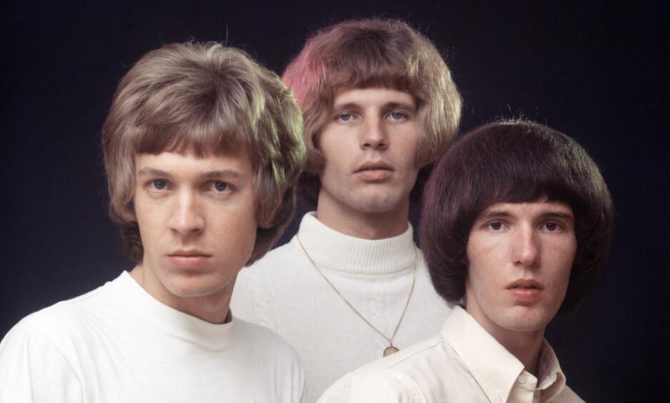 DØD: Scott Walker (til venstre) er gått bort, 76 år gammel. Her sammen med de to andre medlemmene av gruppa «The Walker Brothers», John og Gary. Foto: NTB Scanpix