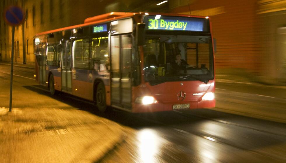 LØPSK BUSS: En Oslo-buss med retning mot Bygdøy begynte mandag morgen å trille uten en sjåfør. Her en 30-buss avfotografert ved en tidligere anledning. Illustrasjonsfoto: NTB Scanpix
