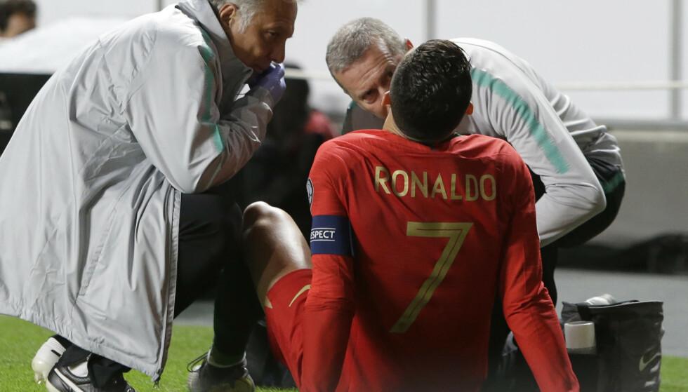 SNART TILBAKE: Det var mange supportere som fikk hjertet i halsen mandag kveld, men nå forsikrer Cristiano Ronaldo at han snart er tilbake. Foto: NTB/Scanpix