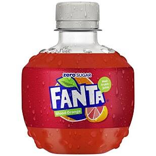 IKKE PANTBAR: Samtidig som Coca Cola forteller om høye ambisjoner på plastbruk og panting, lanserer de en ikke-pantbar Fanta-flaske. Foto: Produsenten