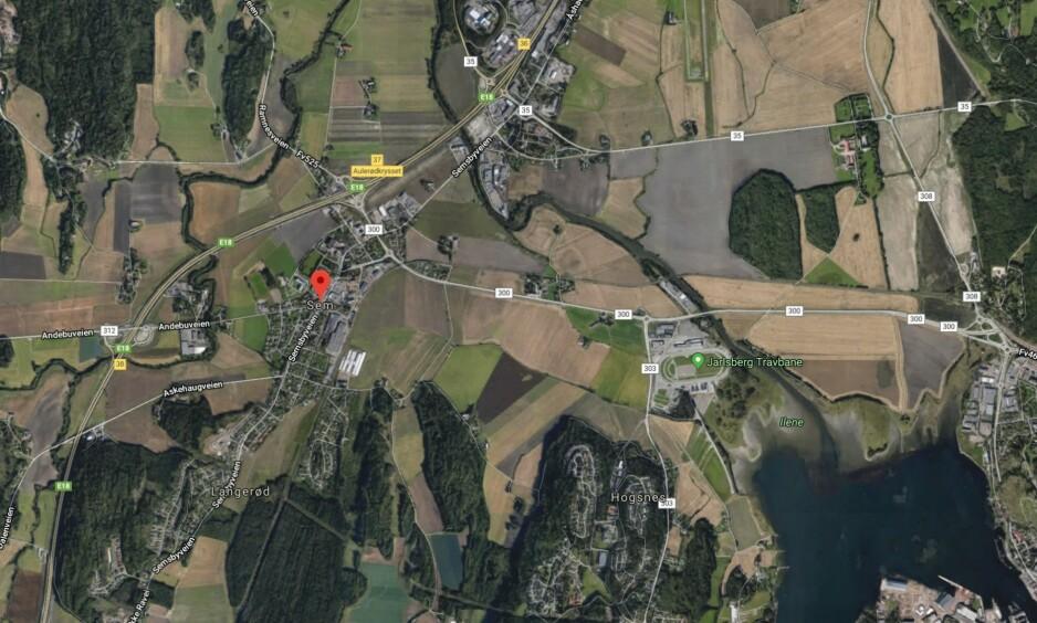 VOLDTEKT: En kvinne i 30-årene ble utsatt for en overfallsvoldtekt søndag kveld. Dette skjedde på Sem utenfor Tønsberg. Foto: Google maps/Skjermdump