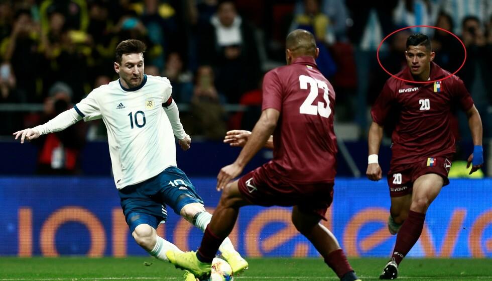 SLO ARGENTINA: Ronald Hernandez (til høyre) spilte hele kampen da hans Venezuela slo Argentina og Lionel Messi 3-1. Foto: NTB Scanpix