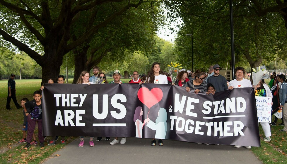 STÅR SAMMEN: Vi har hatt et terrorangrep på norsk jord motivert av antimuslimsk ideologi, som inspirerte til terrorangrepet på New Zealand 15. mars, skriver innsenderne og etterlyser en oppslutning rundt muslimfientlighet som et samfunnsproblem. Her fra en demonstrasjon i Christchurch 23. mars. Foto: Marty Melville / NTB Scanpix