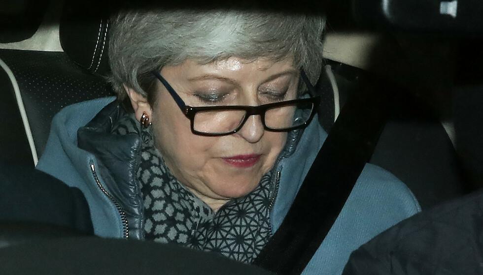 BREXIT UTSETTES: Det ble klart onsdag kveld. Her er Theresa May på vei hjem fra Parlamentet. Foto: Daniel LEAL-OLIVAS / AFP