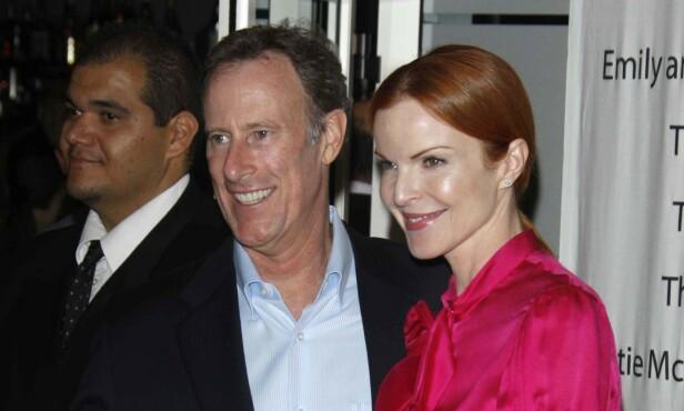 PRØVELSER: Marcia Cross' ektemann Tom Mahoney har vært gjennom kreft selv, og støtter nå sin kone gjennom det samme. Foto: NTB Scanpix