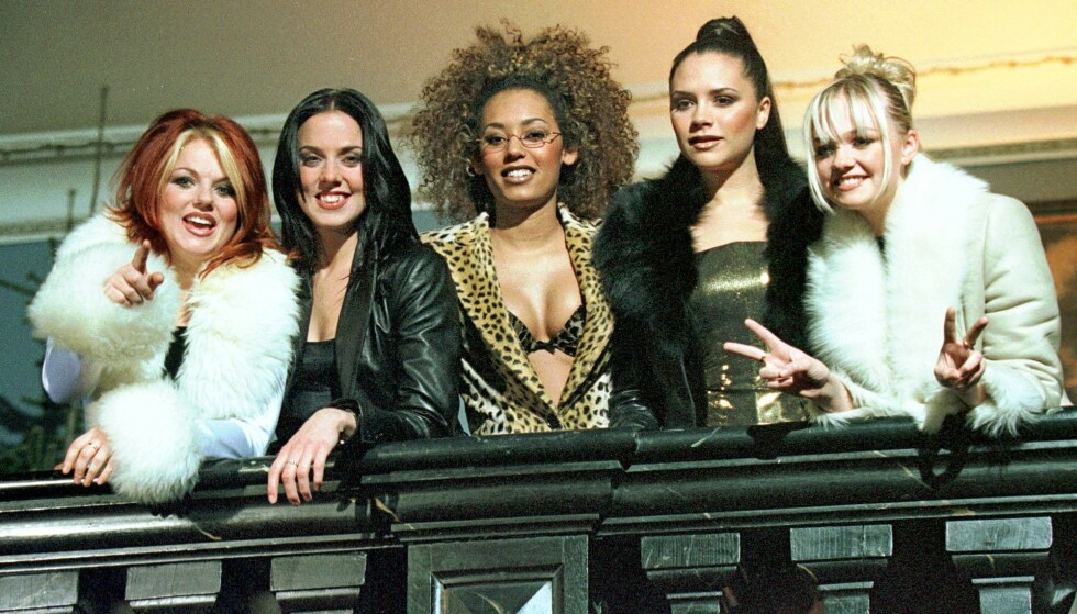 DOMINANS: Spice Girls definerer 1990-tallet, og til sommeren skal de atter en gang ut på turné. Det blir uten Victoria Beckham. Fra venstre ser vi Geri Halliwell, Melanie Chisholm, Melanie Brown, Victoria Beckham og Emma Bunton, fotografert i 1997. Foto: NTB scanpix