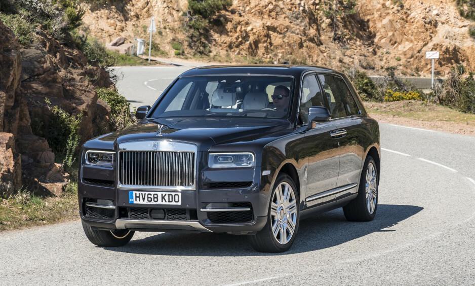 PUR LUKSUS: Autofils reporter Jamieson Pothecary fikk sitte på i en Rolls-Royce da han var sju år gammel. Nesten 40 år seinere har han endelig fått kjøre en selv. Her er hans opplevelse og vurdering av Rolls-Royce-SUVen Cullinan. Foto: Jamieson Pothecary