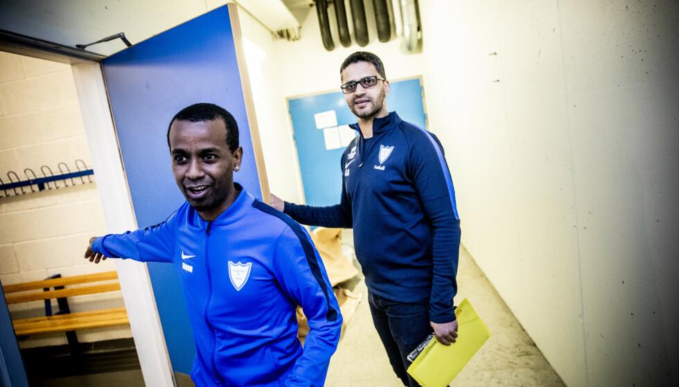 UNGDOMSARBEIDERE: Nahom og Ghulam Abbas jobber sammen på Furuset Forum. Oppgaven er å hjelpe ungdom i trøbbel og å mekle i konflikter. Foto: Christian Roth Christensen / Dagbladet