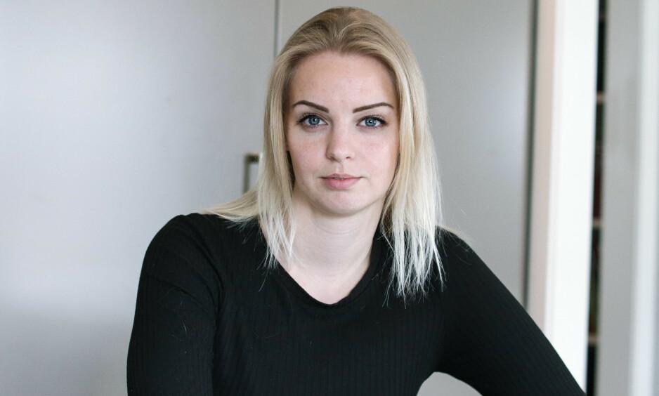 MS SOM UNG: Ragna-Elise Vestly (24) var bare 11 år gammel da hun fikk MS. Det er få barn som blir rammet av sykdommen, og Ragna-Elise var det første barnet i Norge som fikk en helt ny medisin. Foto: Ida Bergersen