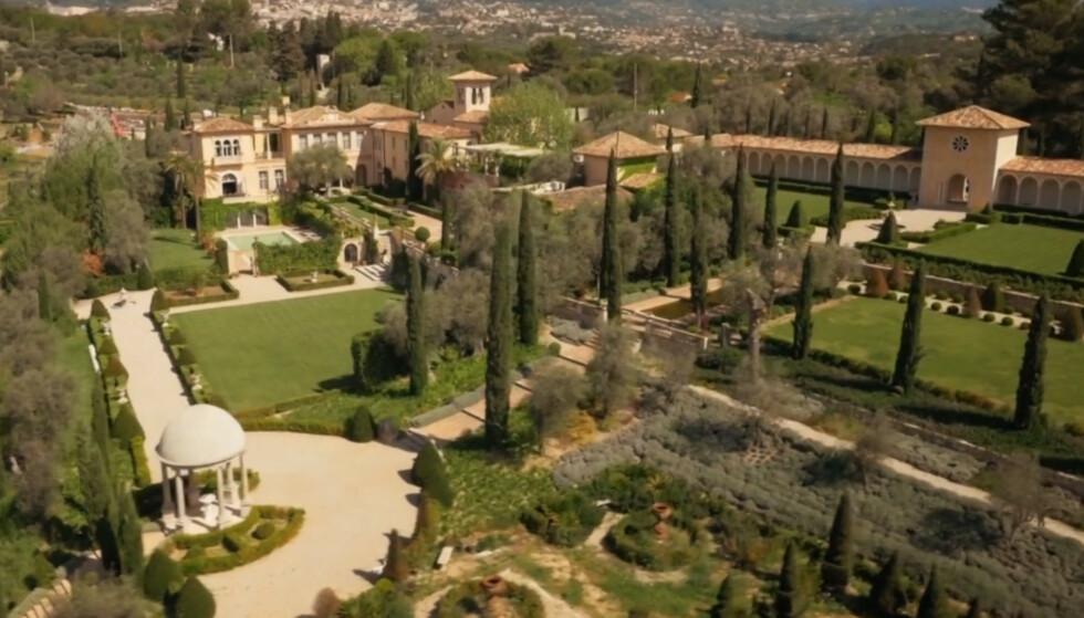 SKAPTE REAKSJONER: Dette slottet har skapt voldsomme reaksjoner fra naboer i parfymebyen Grasse i Frankrike. Foto: Skjermdump TV3