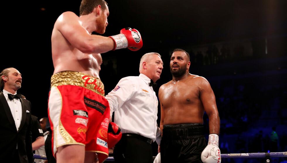 DISKET: David Price vinner kampen, etter at Kash Ali diskes. Foto: Action Images/Lee Smith