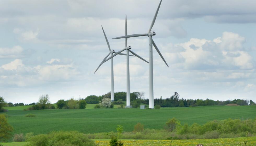 SKUFFET: Turistforeningen er skuffet over de nasjonale rammene for vindkraft. Bildet viser vindmøller som produserer vindkraft på Jylland i Danmark. Illustrasjonsfoto: Erik Johansen / NTB scanpix