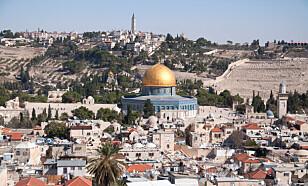 SENTRUM FOR DE ETRE STORE: Jerusalen, med Klippemosken og Klagemoren, er sentrum for de tre store religionene. I påsken valfarter de kristne til byen og til Via Dolorosa. Foto: NTB Scanpix