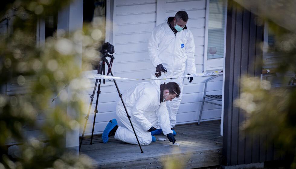 DØD: Politiet fant mandag morgen en død kvinne i en bolig like ved Strømmen stasjon. Foto: Bjørn Langsem