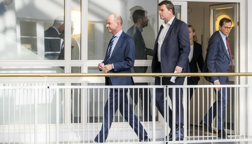 ENIGE: Femten timer på overtid kom NHO-sjef Ole Erik Almlid og LO-leder Hans-Christian Gabrielsen i går til enighet i årets lønnsoppgjør. Foto: Håkon Mosvold Larsen / NTB scanpix
