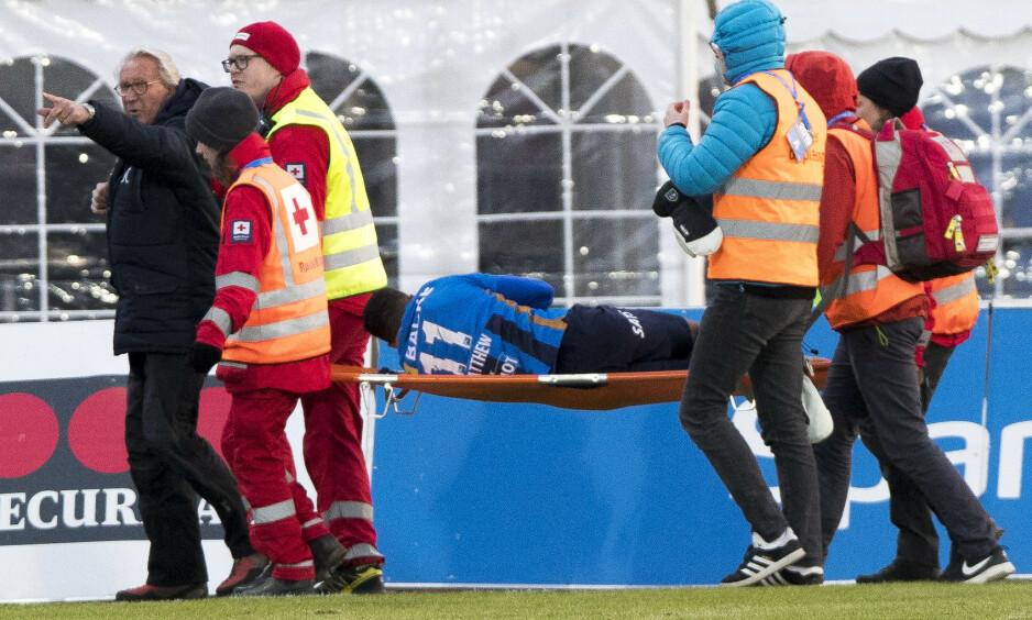 SKADE: Tyrell Rusike måtte ut på båre. Foto: NTB scanpix