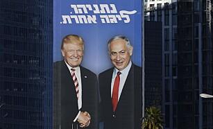 STORE MENN AV STORE ORD: Israels statsminister Benjamin Netanyahu legger ikke skjul på hvem som er hans beste valgkort foran neste ukes parlamentsvalg. Dette bildet er fra Tel Aviv. Foto: Jack Guez/AFP/NTB Scanpix