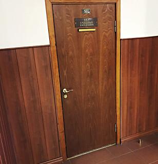 BAK LUKKEDE DØRER: Dagens fengslingsforlengelse foregikk bak disse dørene i byretten i Moskva.