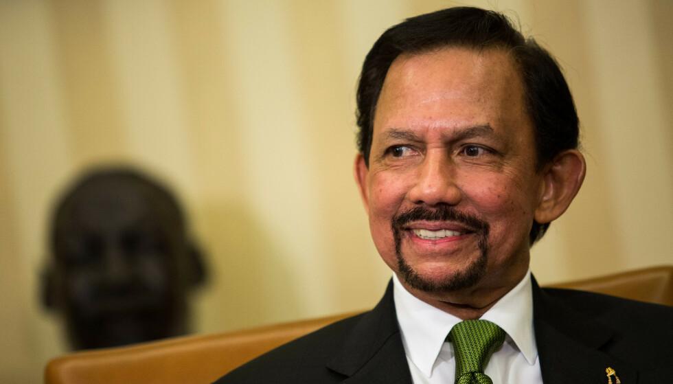SULTAN: Bruneis sultan Haji Hassanal Bolkiah innfører steining av homofile. Han har sittet med makten siden 1967. Foto: Rex Shutterstock