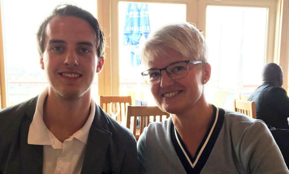 MOR OG SØNN: Charlie Dan Lind og mor Ramona Lind. 22-åringen døde torsdag etter å ha blitt meid ned i bilen av en vogntog-henger 7. januar på E8 en snau time fra Tromsø. Mor fortsetter kampen mot regelverket for utenlandske vogntog og sjåfører på norske vinterveier. Foto: Privat