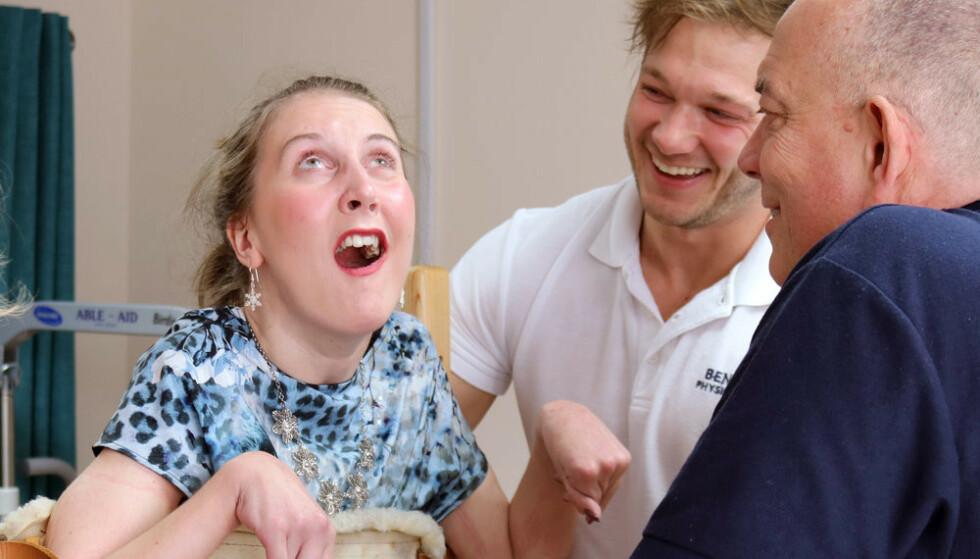 BEHANDLING: Amy ble delvis lam og mistet taleevnen etter den kraftige allergiske reaksjonen for fem år siden. Foto: The Amy May Trust