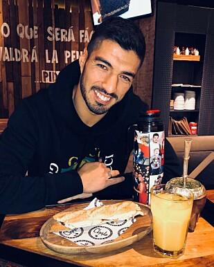 OGSÅ TIL MATEN: Luis Suarez nyter også Yerba Mate sammen med lunsjen. Foto: Suarez' Instagram-konto