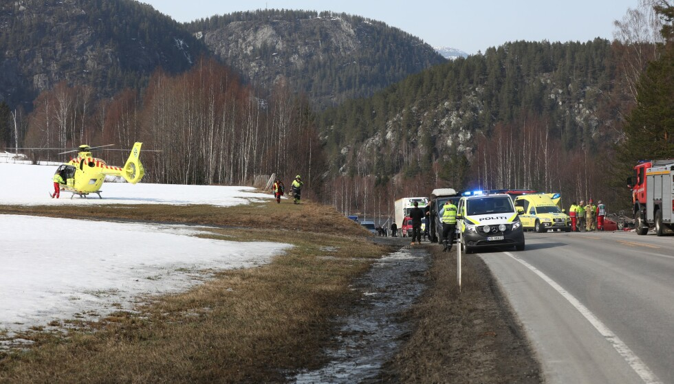 LUFTAMBULANSE: Kvinnen som var sjåfør av ulykkesbilen ble fraktet til sykehus med luftambulanse. Foto: Ole Edvin Tangen / Dagbladet