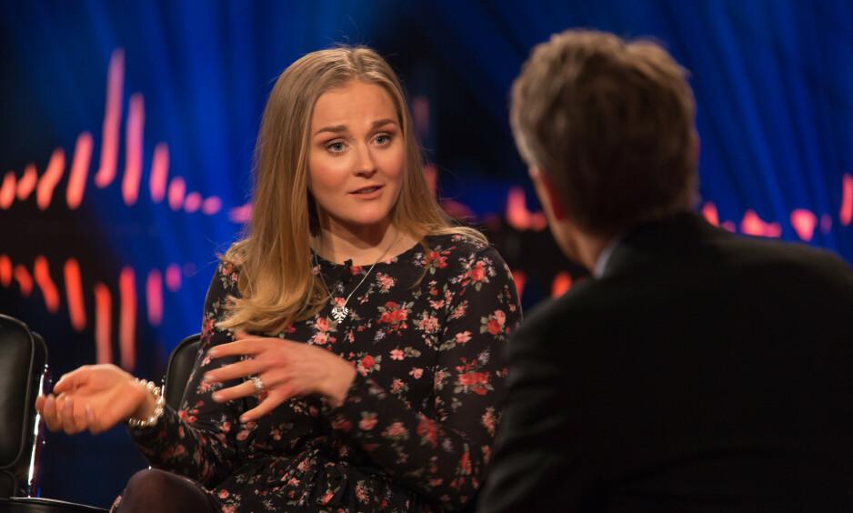 OVERRASKET: Stina Nilsson fikk beskjed om at hun ikke kom til å rekke VM i Seefeld, men gjorde spådommer til skamme da hun tok to gull og et sølv. Foto: Johan Halsius / Skavlan / TV 2