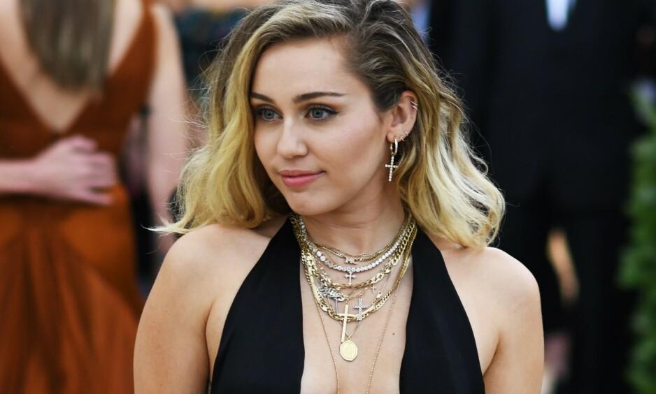 I HARDT VÆR: Miley Cyrus får hard kritikk for sine nyeste bilder på Instagram. Foto: NTB scanpix